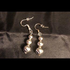 Jewelry - 🆕 Silver Bead Earrings